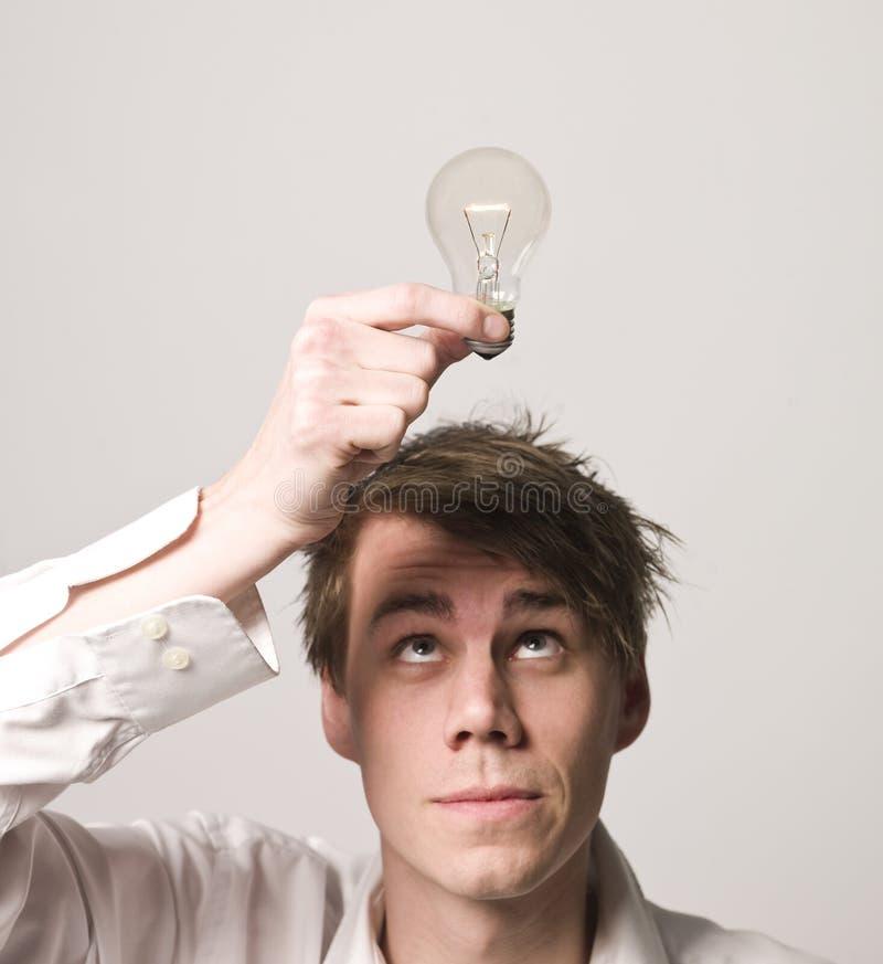 Uomo con la lampadina fotografia stock