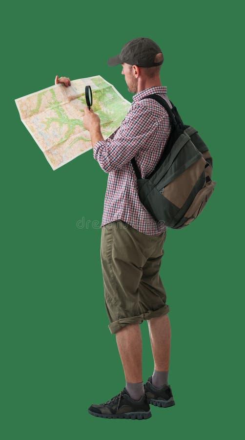 Uomo con la mappa e lo zaino fotografia stock libera da diritti