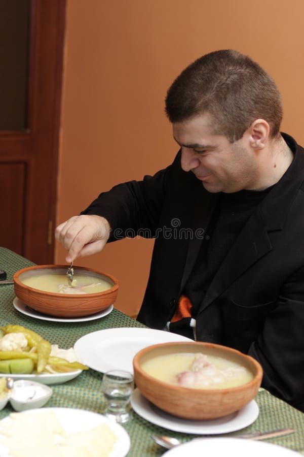 Uomo con la minestra del hash fotografia stock