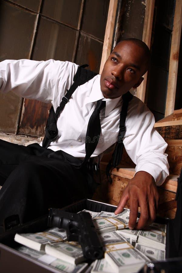 Download Uomo Con La Pistola Ed I Contanti Fotografia Stock - Immagine di briefcase, pericoloso: 7305758