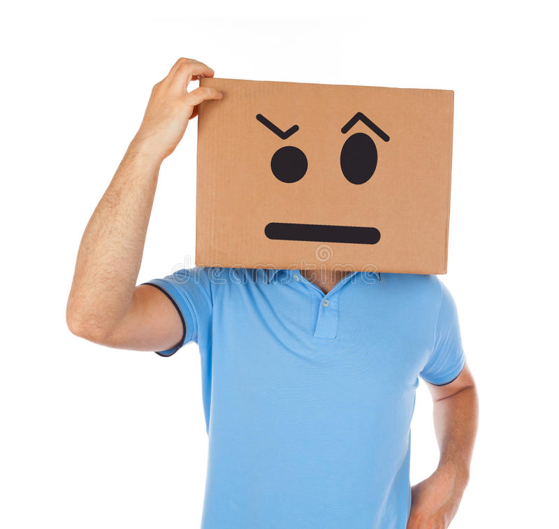 Uomo con la scatola di cartone sulla sua testa immagine stock