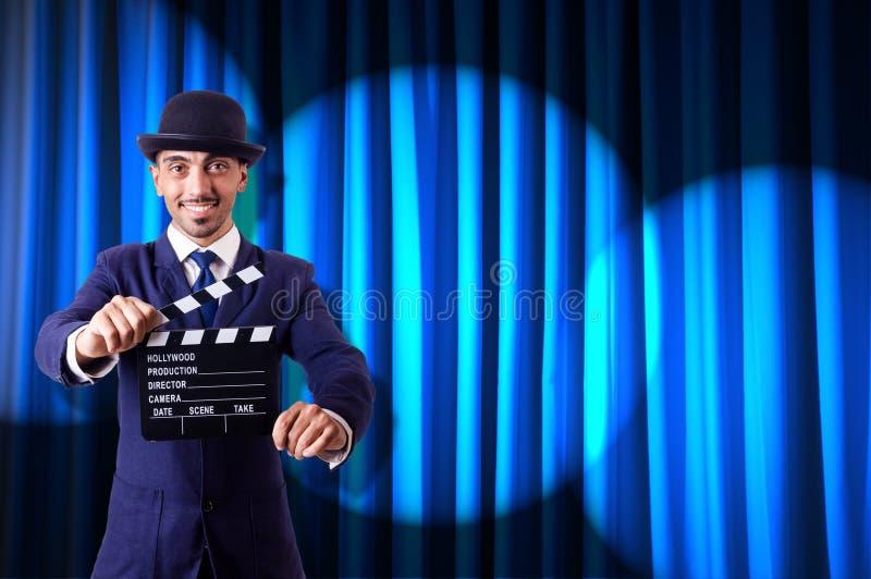 Uomo con la valvola di film immagine stock libera da diritti