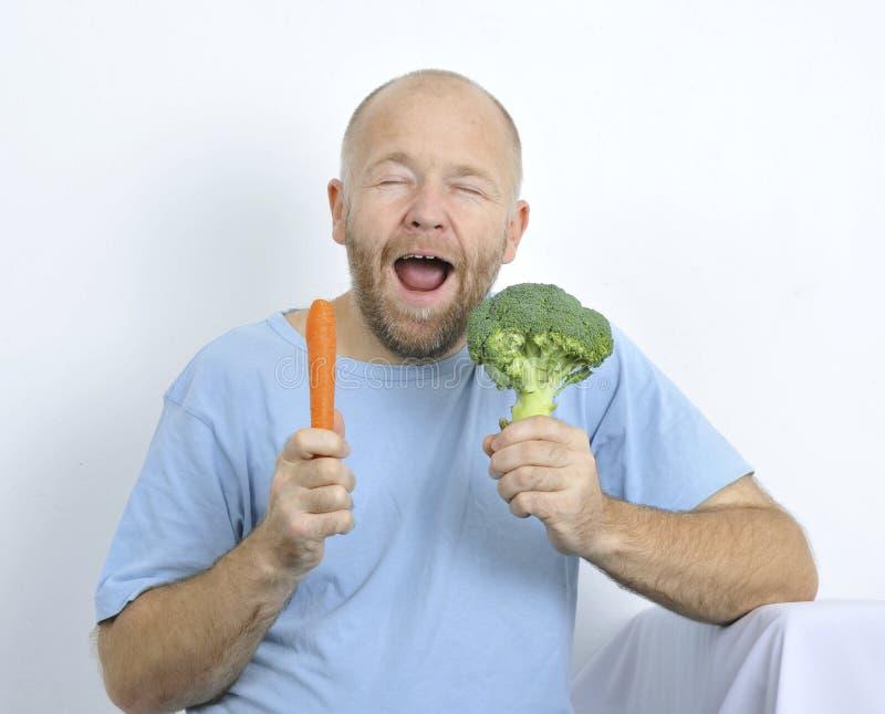 Uomo con la verdura. fotografia stock libera da diritti