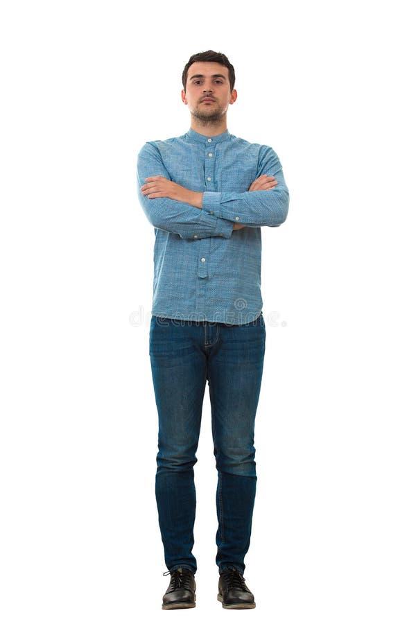 Uomo con le mani attraversate immagine stock libera da diritti