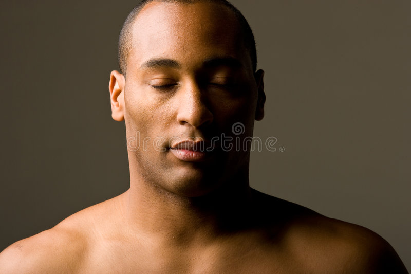 Uomo con lo sguardo lunatico fotografia stock