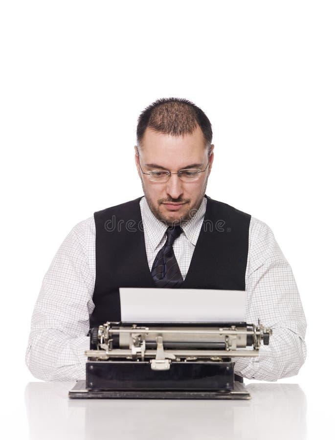 Uomo con una macchina da scrivere fotografia stock libera da diritti