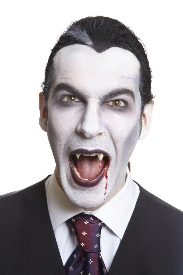Uomo in costume del vestito operato da Dracula fotografie stock