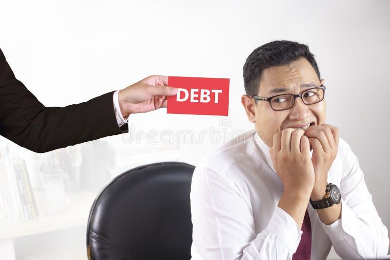 Uomo d'affari Afraid del concetto di debito fotografia stock