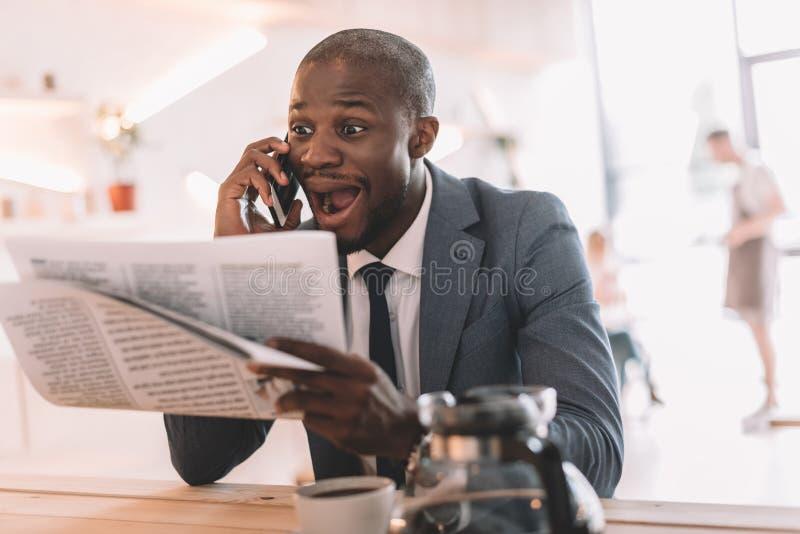uomo d'affari afroamericano bello emozionante fotografia stock