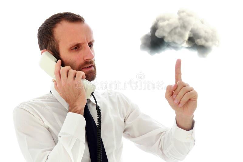 Uomo d'affari aggressivo ed arrabbiato al telefono immagine stock
