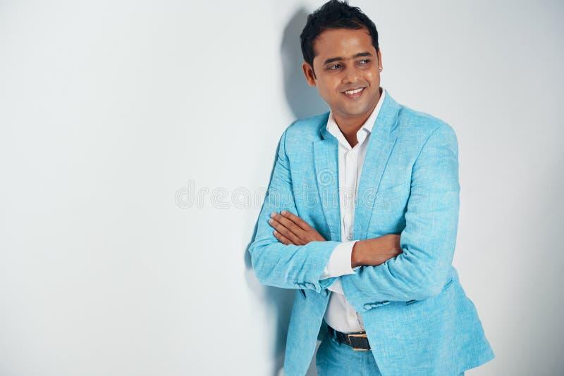 Uomo d'affari alla moda sicuro fotografie stock libere da diritti