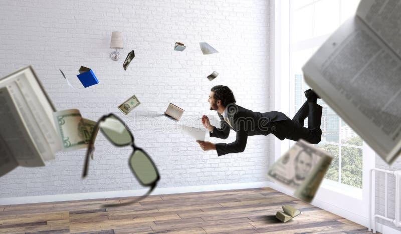 Uomo d'affari allegro del happe che levita orizzontalmente fotografia stock libera da diritti