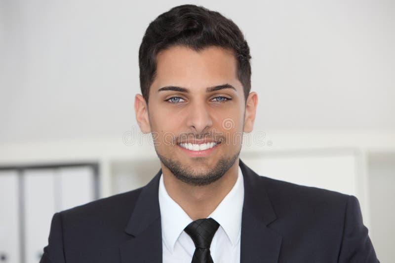 Uomo d'affari amichevole sorridente fotografia stock