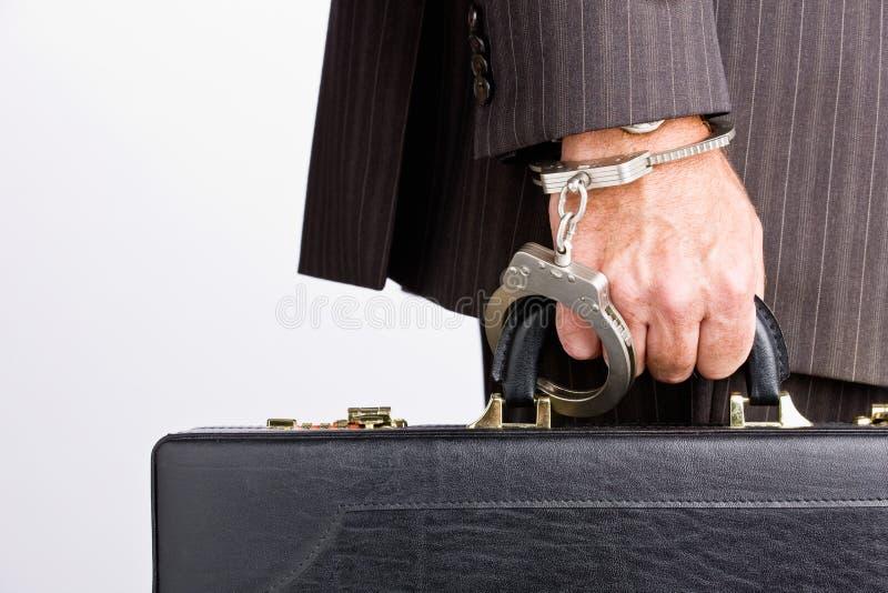 Uomo d'affari ammanettato alla cartella immagine stock libera da diritti