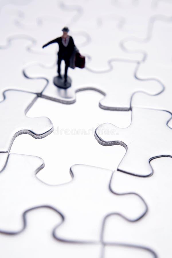 Uomo d'affari & puzzle immagini stock
