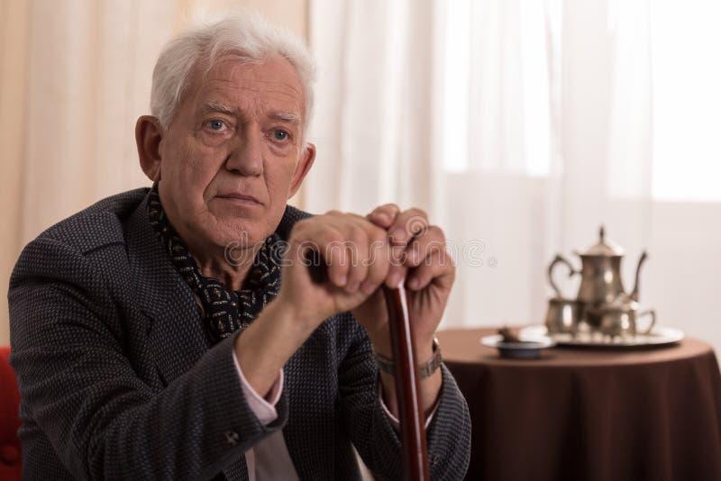 Uomo d'affari anziano triste immagine stock libera da diritti