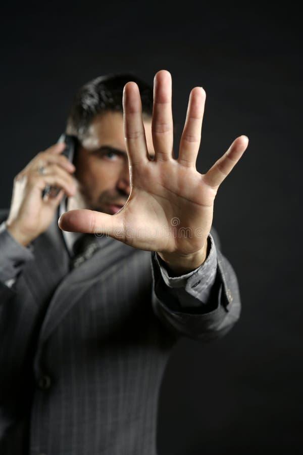 Uomo d'affari arrabbiato che dice arresto, mano fotografie stock