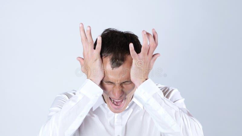Uomo d'affari arrabbiato che grida, fondo bianco immagini stock libere da diritti