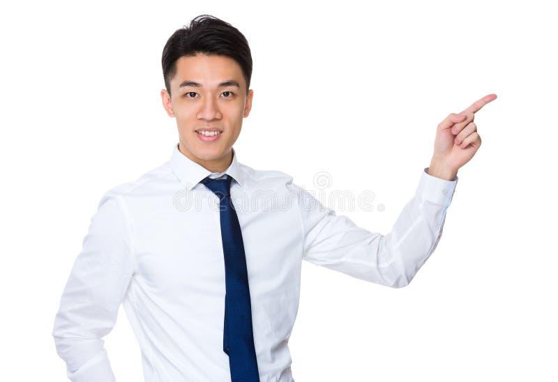 Download Uomo D'affari Asiatico Con Il Punto Del Dito Su Immagine Stock - Immagine di convenzionale, ufficio: 55355549