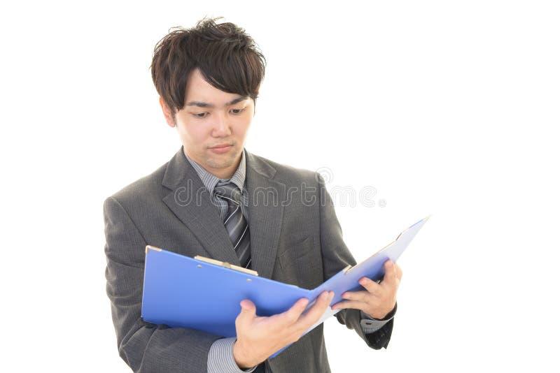 Download Uomo D'affari Asiatico Sorridente Immagine Stock - Immagine di allegro, commercio: 56883063