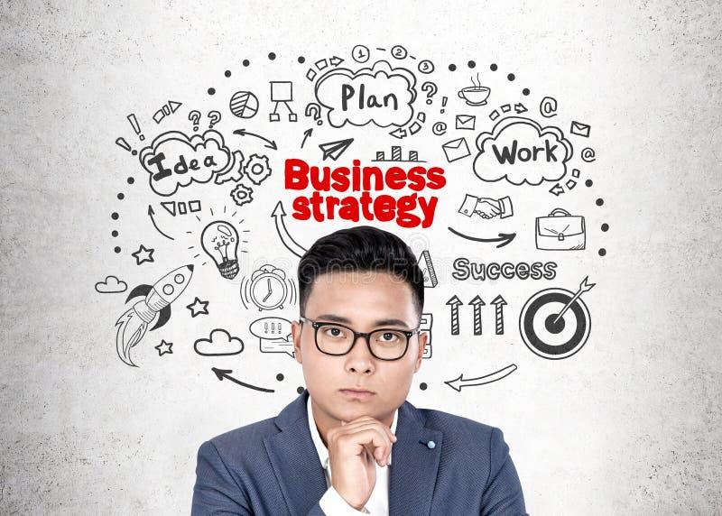 Uomo d'affari asiatico in vetri, strategia immagine stock libera da diritti