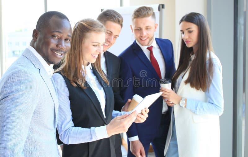 Uomo d'affari astuto felice immagini stock libere da diritti