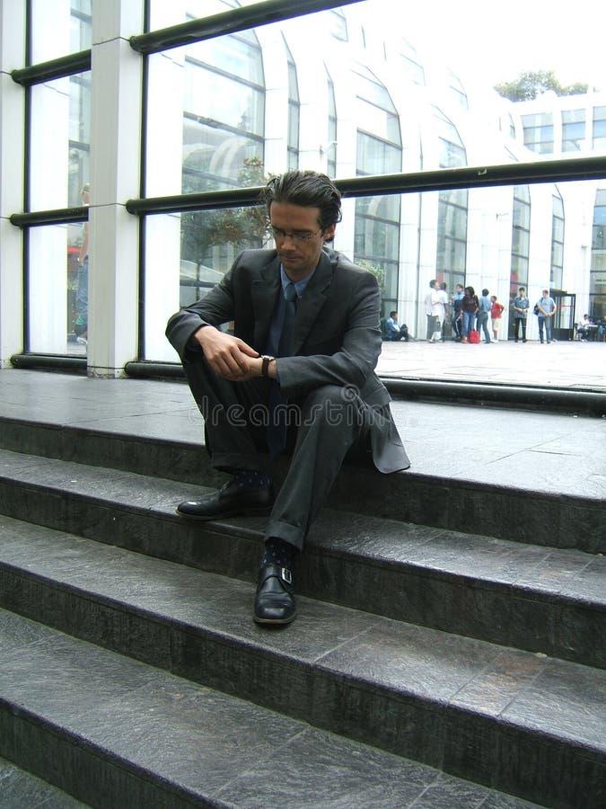 Download Uomo d'affari attendente fotografia stock. Immagine di commercio - 209828