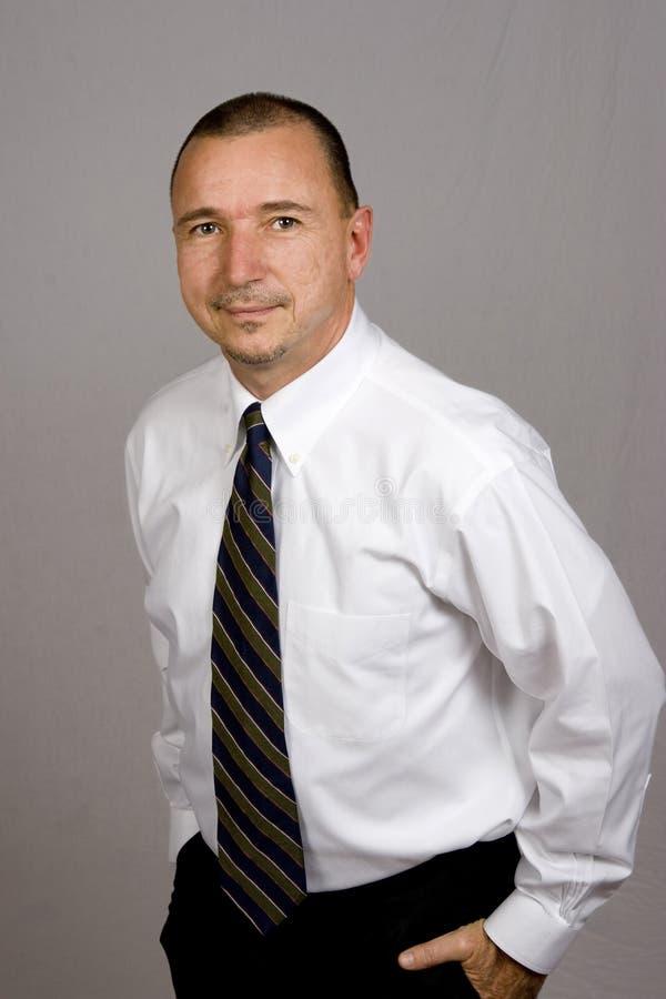 Uomo d'affari in camicia ed in legame fotografia stock libera da diritti
