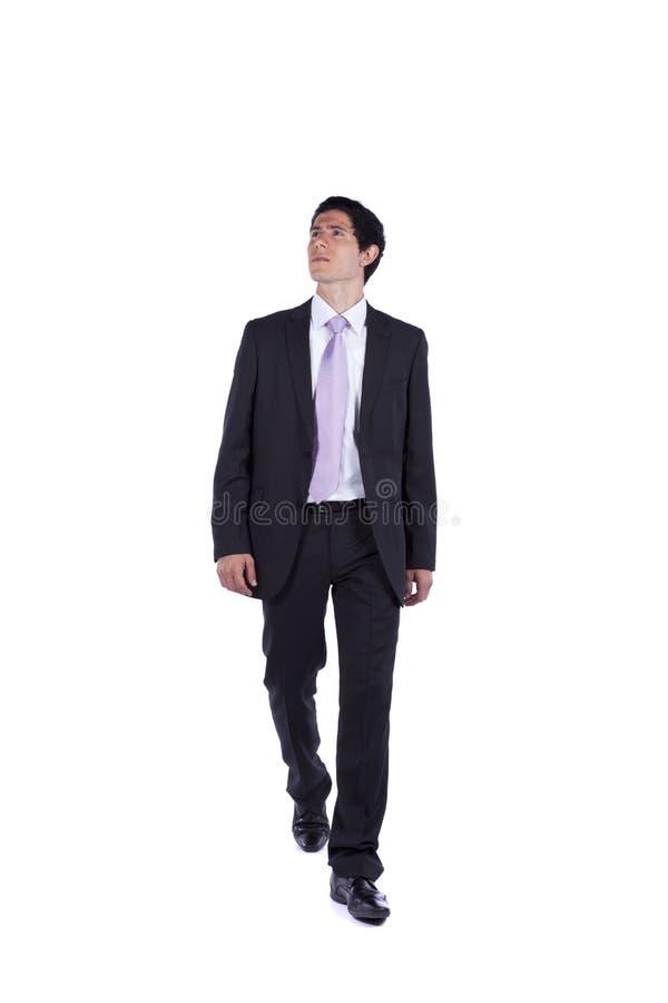 Uomo d'affari che cammina e che osserva in su immagine stock libera da diritti