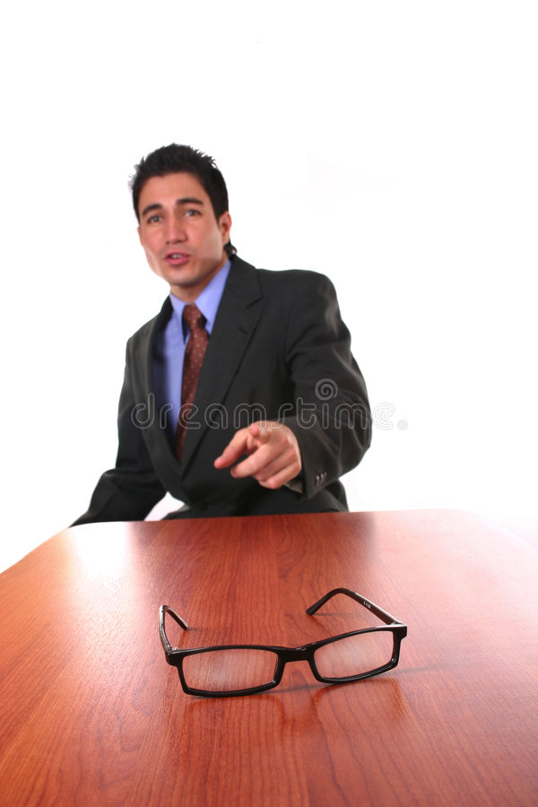Uomo d'affari che comunica con sua squadra immagini stock libere da diritti