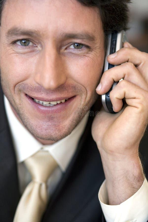 Download Uomo D'affari Che Comunica Sul Cellulare Immagine Stock - Immagine di mobile, businessman: 3883567