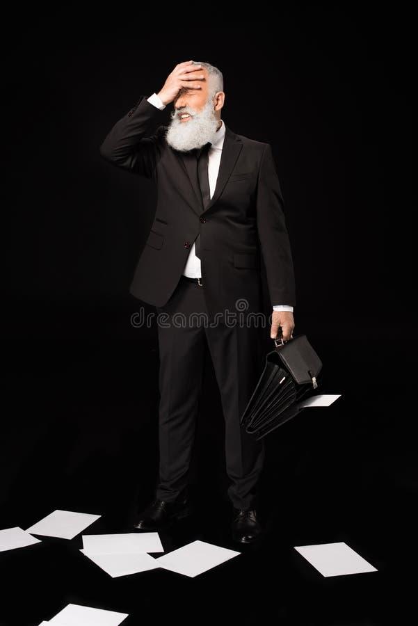 Uomo d'affari che dispone mano attraverso il fronte fotografia stock