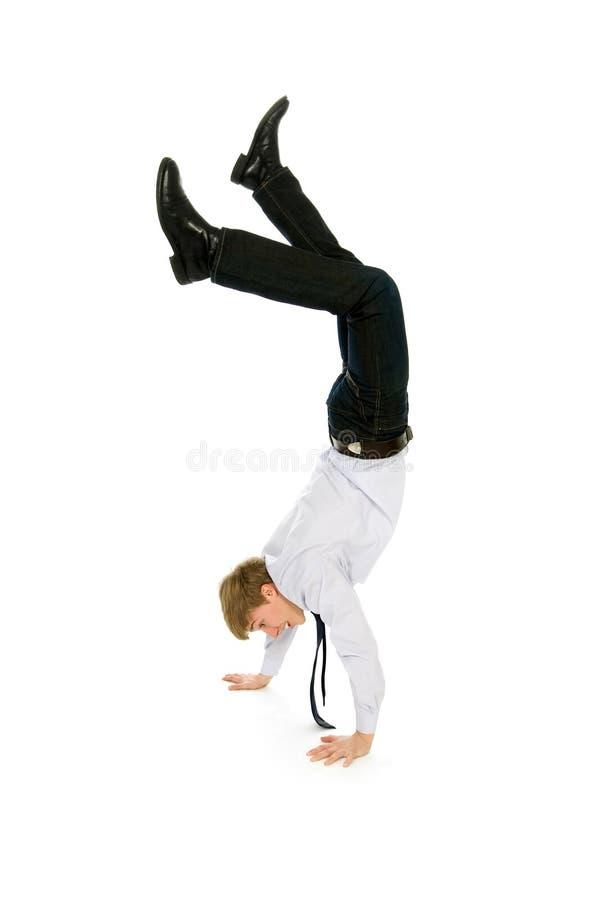 Uomo d'affari che fa handstand immagine stock