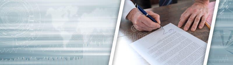 Uomo d'affari che firma un documento Bandiera panoramica fotografia stock