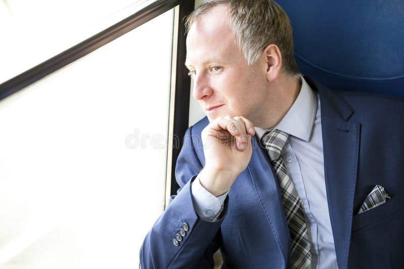 Download Uomo D'affari Che Gode Del Suo Viaggio In Treno Immagine Stock - Immagine di persona, moderno: 56890673