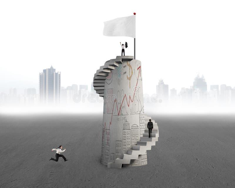 Uomo d'affari che incoraggia sopra la torre con la bandiera e gli scarabocchi royalty illustrazione gratis