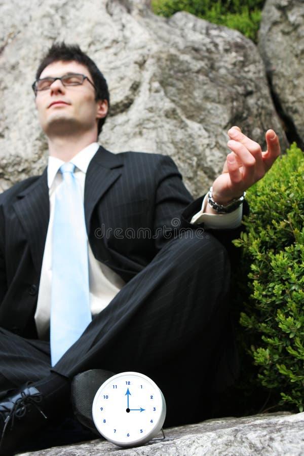 Uomo d'affari che meditating. fotografia stock