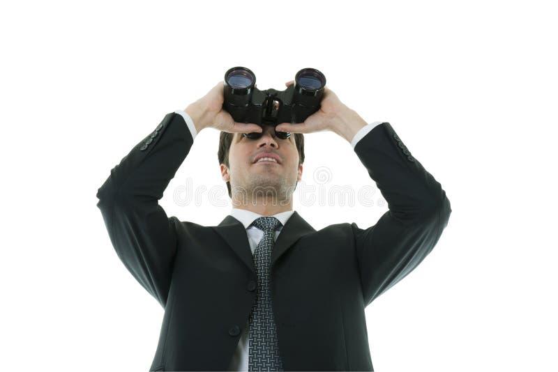 Uomo d'affari che osserva con il binocolo fotografie stock libere da diritti