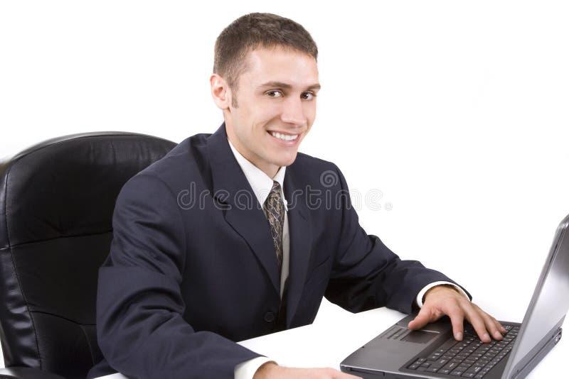 Uomo d'affari che per mezzo del computer portatile fotografie stock