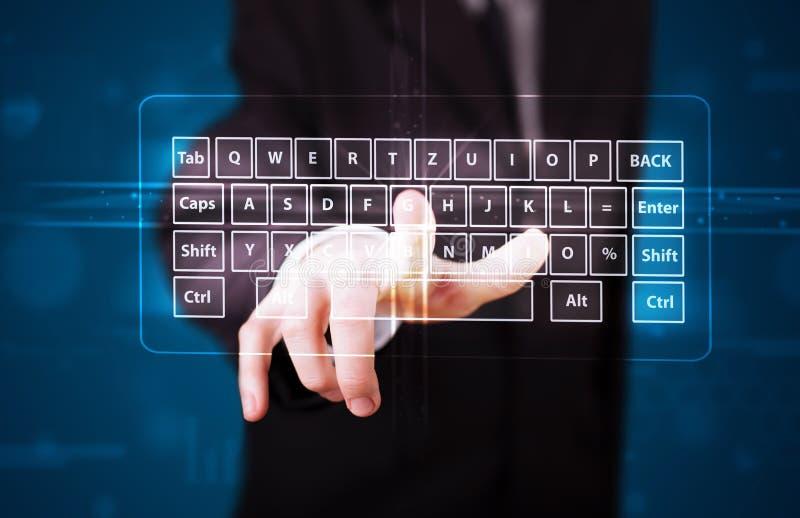 Uomo d'affari che preme tipo virtuale di tastiera fotografia stock libera da diritti