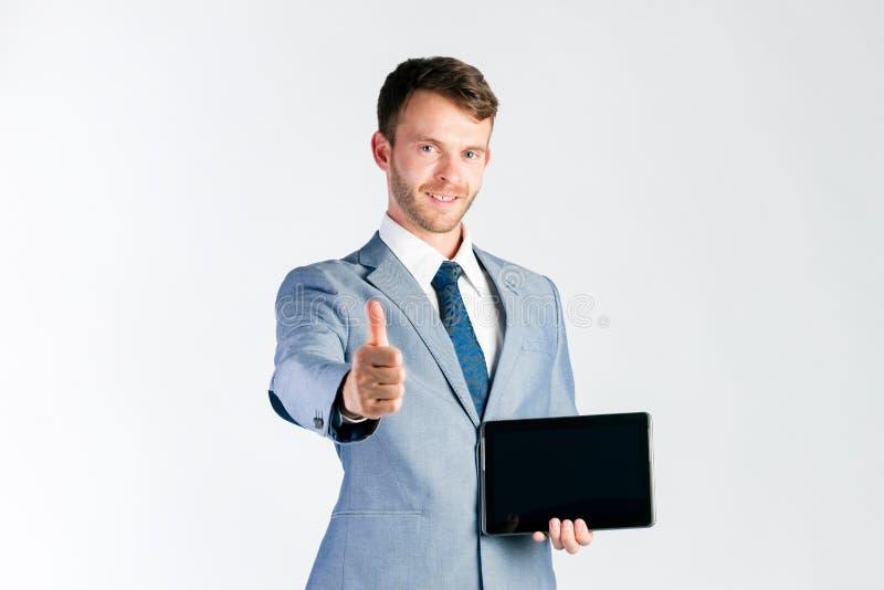 Uomo d'affari che presenta il computer della compressa fotografia stock libera da diritti