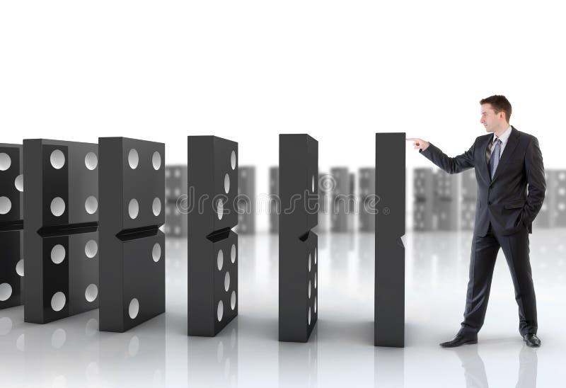 Uomo d'affari che spinge i domino illustrazione di stock