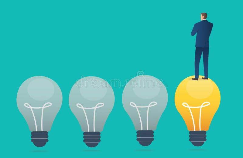 Uomo d'affari che sta sulla lampadina con fondo blu, illustrazione di vettore di concetto di pensiero creativo royalty illustrazione gratis