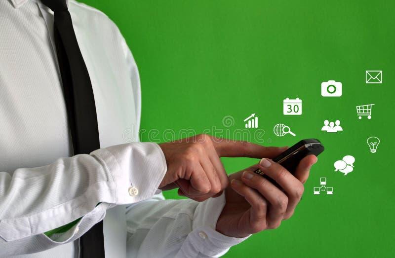 Uomo d'affari che usando uno smartphone fotografia stock
