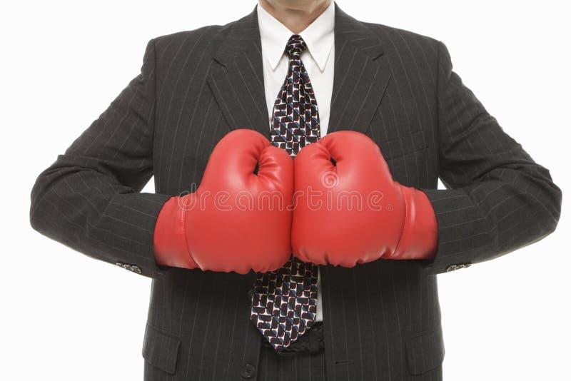 Uomo d'affari con i guanti di inscatolamento immagine stock