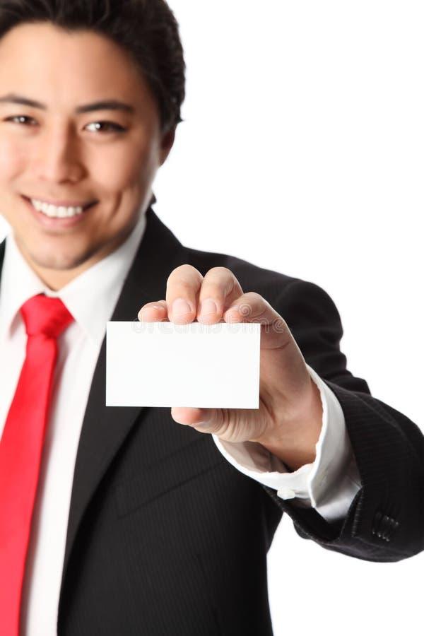 Uomo d'affari con il biglietto da visita fotografia stock libera da diritti