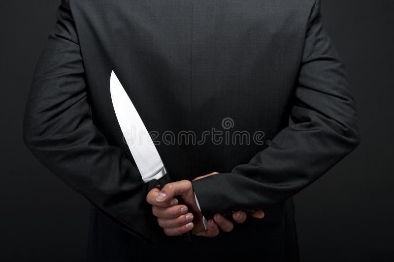 Uomo d'affari con il coltello a disposizione immagine stock libera da diritti