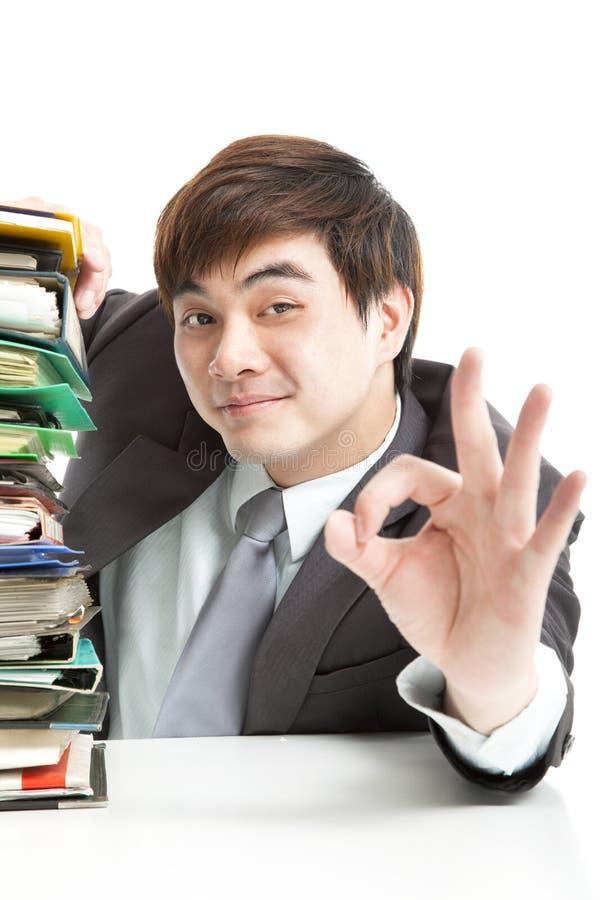 Uomo d'affari con il gesto giusto immagini stock