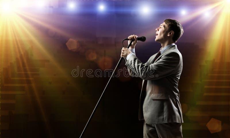 Uomo d'affari con il microfono fotografia stock