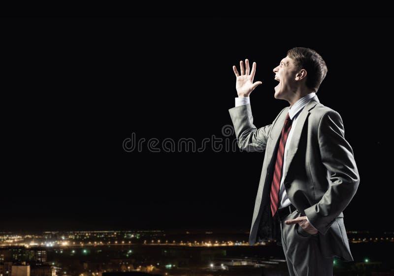 Uomo d'affari con il microfono immagini stock